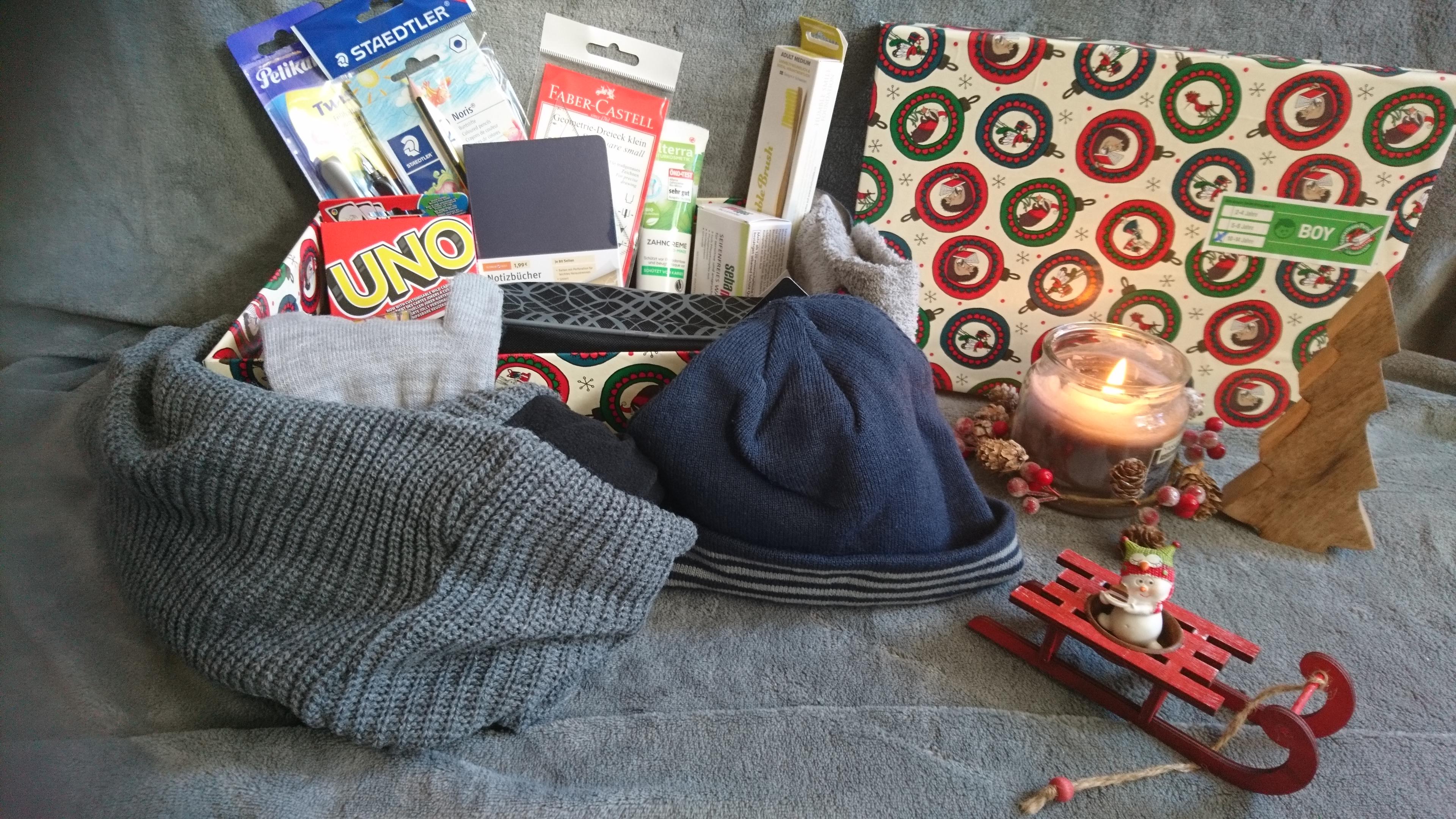 Weihnachten im Schuhkarton, Kleidung, Schulmaterialien, Spiele, Hygieneartikel
